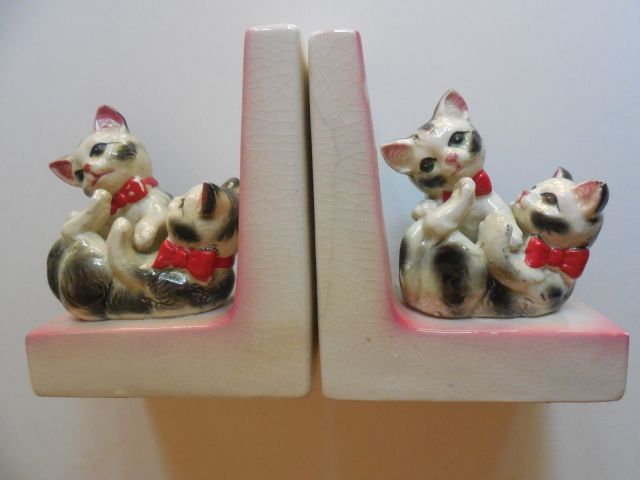 kitsch kitten bookends